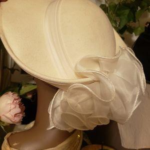 Sonni SanFrancisco White Cream Brim Ruffle Hat